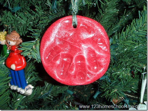 make keepsake handprint ornaments from this dough too!