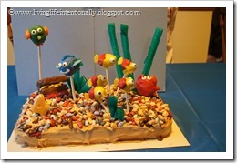 aquarium base with cake pop fish