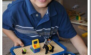 Super cute and clever DIY travel lego case