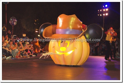 Mickey's Halloween party Review (Disneyland)