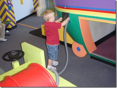Flying with Kids - Ohare airport play area