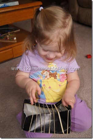 Toddler Activity Ruberbands Make Music