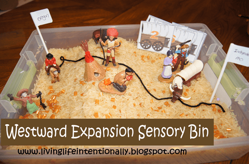Wild West Sensory Bin - this is such a fun, easy to make activity for toddler, preschool, and kindergarten age kids to learn about westward expansion in american history while having fun exploring! #history #westwardexpansion