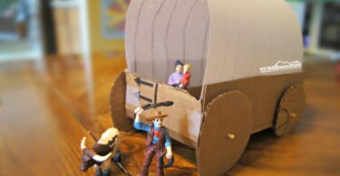 covered-wagon-craft-for-kids