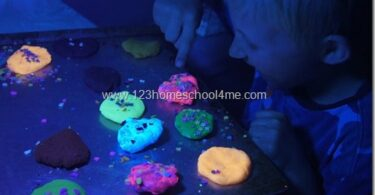 Glow-in-the-Dark-Playdough-Recipe