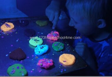 Glow-in-the-Dark-Playdough-Recipe