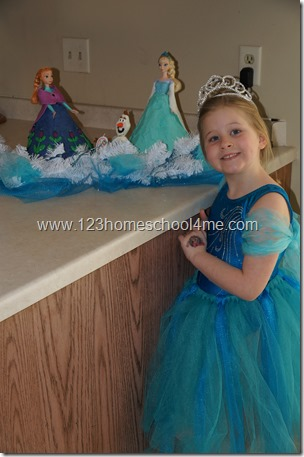 How to Make a Disney Frozen No Sew Elsa Costume for Kids - includes step by step directions and a video