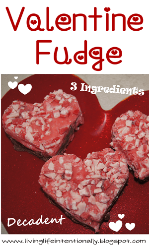 Easy, pretty, and delicious Valentine Fudge #recipes #valentinesday