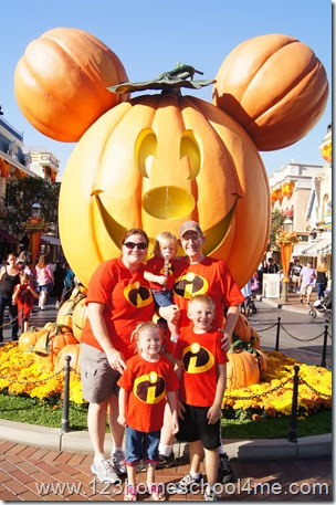 Incredibles Family Costume at Disneyalnd Halloween Party