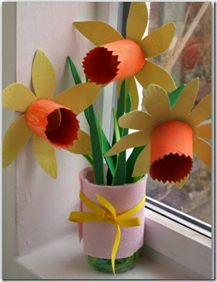 Paper Plate Daffodils from Here Come the Girls