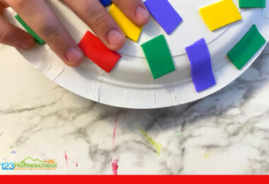 homemade musical instruments for kidscan be super easy and really fun for kids. This week we made a Paper Plate Tambourine and it was so much fun to make a diy musical instruments for kids. This instrument craft for kids is fun for toddler, preschool, pre-k, kindergarten, and first grade students.