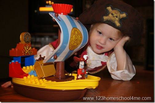 LEGO® DUPLO® Jake and the Neverland Pirates Set