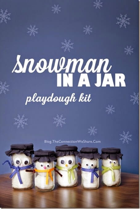 Snowman in a jar playdough kit - snowman playdough recipe plus this makes a super cute gift for a child or a fun kinds activities that a kid can make themselves.
