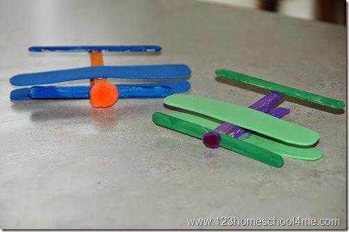 Simple preschool airplane craft #preschool #alpahbet #airplane