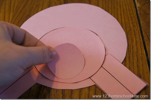 glue the circles on the pig craft