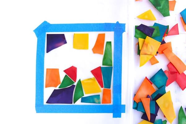 Pasta Stained Glass Window Craft - This is the coolest craft for kids I've seen! Great for kids of all ages with amazing results! MUST TRY (preschool, kindergarten, 1st grade, and more)