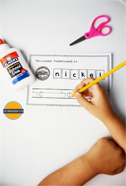 FREE Money worksheets to help kindergarten, first grade, 2nd grade kids learn about us money
