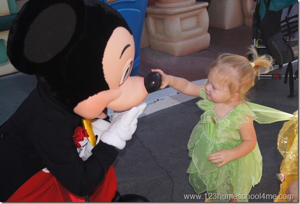 meeting mickey mouse in toontown in disneyland