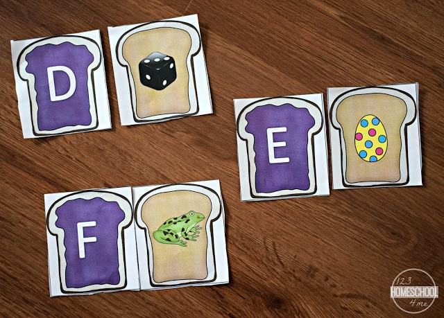 FREE printable Peanut Butter Jelly Game to help preschool, prek, and kindergarten age kid work on phonics and alphabet sounds