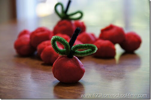 Make aples with apple cider playdough
