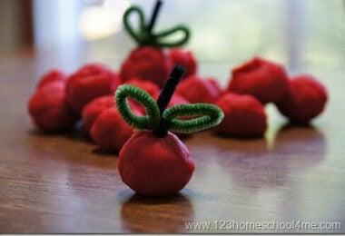 Apple-Pie-Playdough-Recipe-for-Play