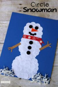 Circle Snowman Winter Craft - two clever and simple ideas for making this easy snowman craft with toddlers, preschoolers, and kndergartners for Christmas or winter craft. #snowman #wintercrafts #snowmancrafts