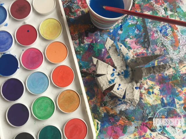 splatter water color paint on the egg carton to make your jackson poluck inspired famous artist actiivty for kids