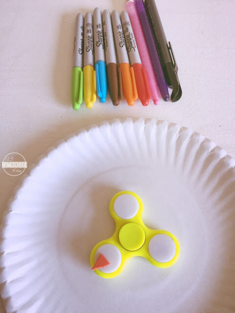 make color recognition activity with two paper plates, markers and fidget spinner