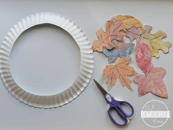 follow Leaf Wreath Template to make this easy leaf craft for toddlers, preschoolers, pre k, kindergartners, and first graders