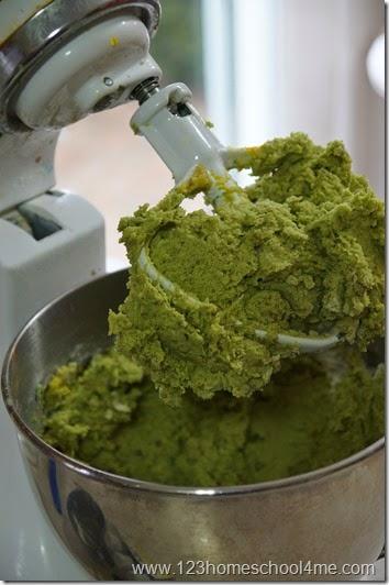 dye dough green