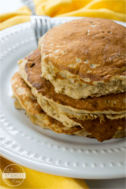 banana pancakes that are delicious, filling, and filled with good for you oats and pecans