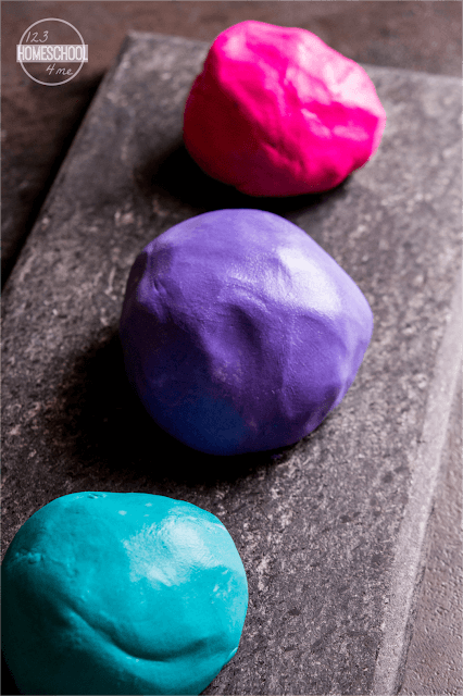simple homemade playdough recipe using cornstarch and hair conditioner