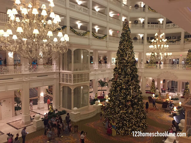 disney-world-christmas-resort-decorations-tip