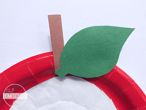 apple craft for september and back to school perfect for toddler, preschool, kindergarten, and first grade
