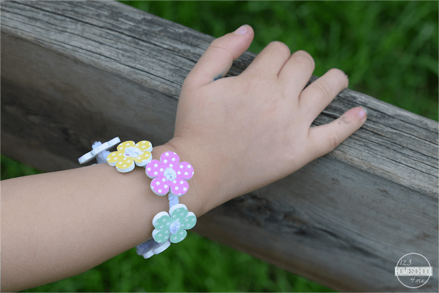Simply-twist-pipe-cleaner-ends-together-to-make-the-perfect-size-bracelet