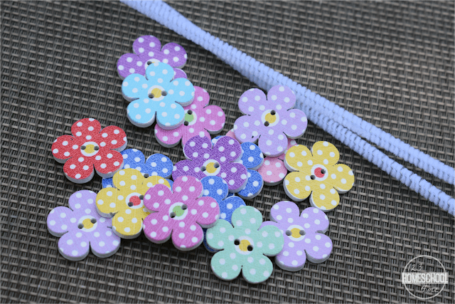 pipe-cleaner-pretty-buttons-spring-summer-craft-for-kids
