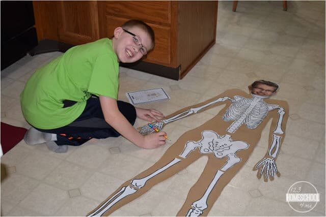 kids will have fun practicing labeling the bones in the body with this fun science project for kids
