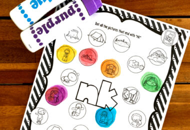 Many times our kiddos need to hear words and play with the sounds before we can expect them to read them. These free printable ending blends worksheets allow children listening to words with N blends before they are expected to read or spell them. These first grade worksheets us bingo dauber markers to make them extra fun. Simply download pdf fie with do a dot printables and you are ready to work on phonics skills with kindergarten, 1st grade, and 2nd grade students.